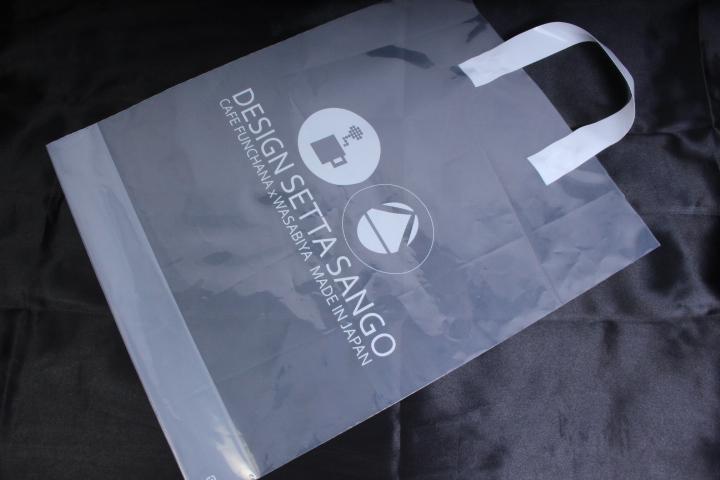 サイズもぴったりなスタイリッシュなポリハンドル袋